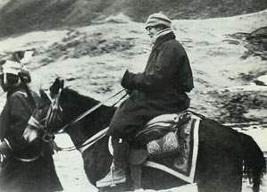 photo de la fuite du Dalaï Lama, à dos de cheval, 17 mars 1959