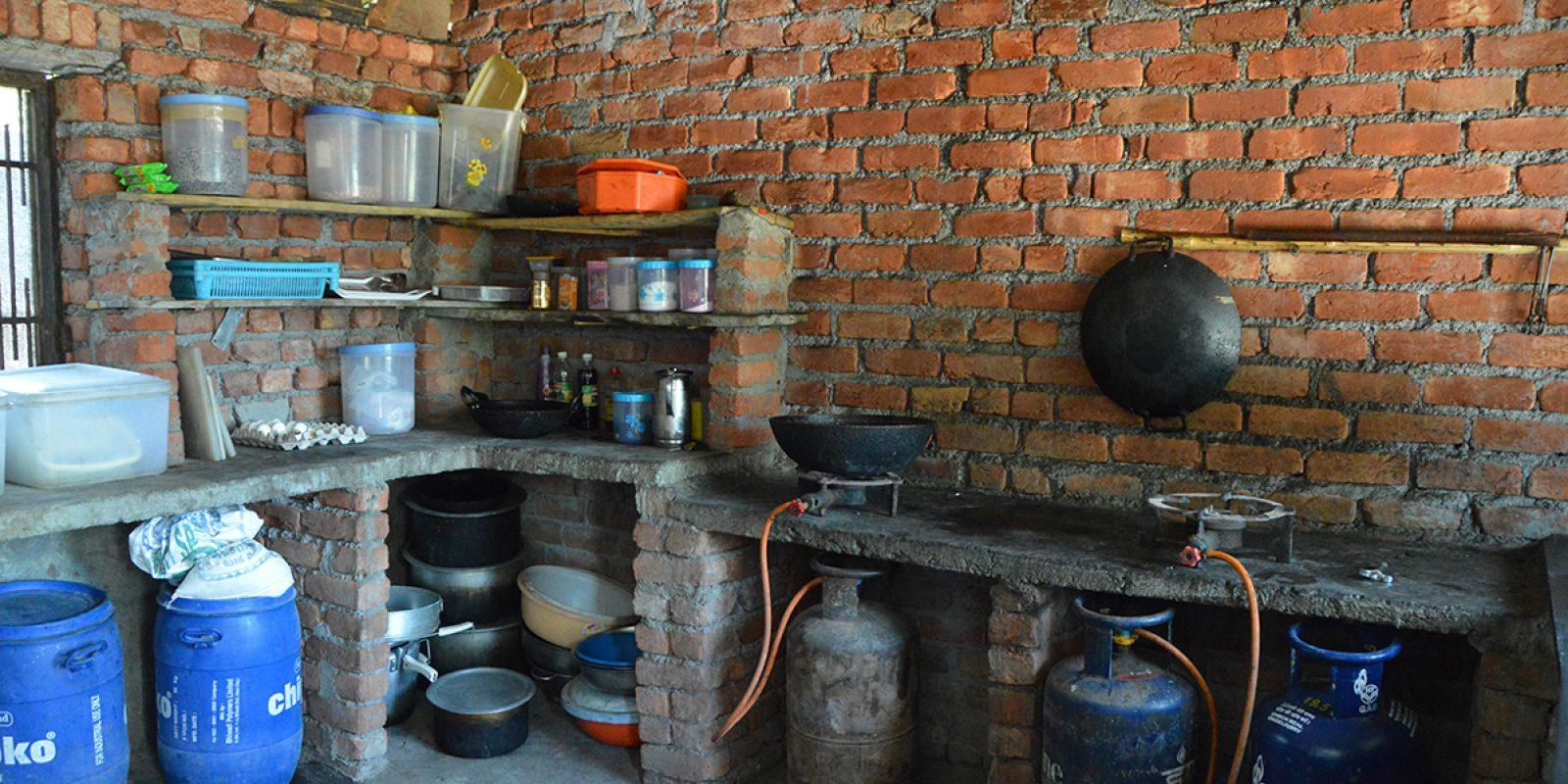 Construction d'une cuisine pour une école d'adultes près de Dharamsala